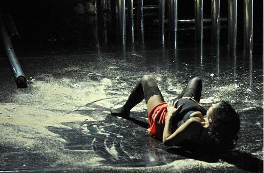 Ursula gaisb ck b hnenbild kost mbild for Innenarchitektur studium graz